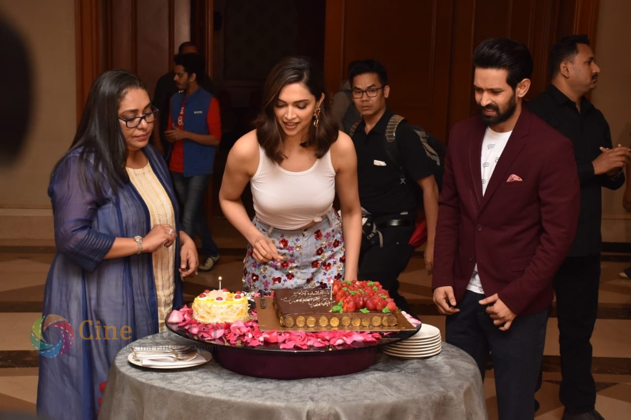 Deepika Padukone's Pre-birthday celebration Pics