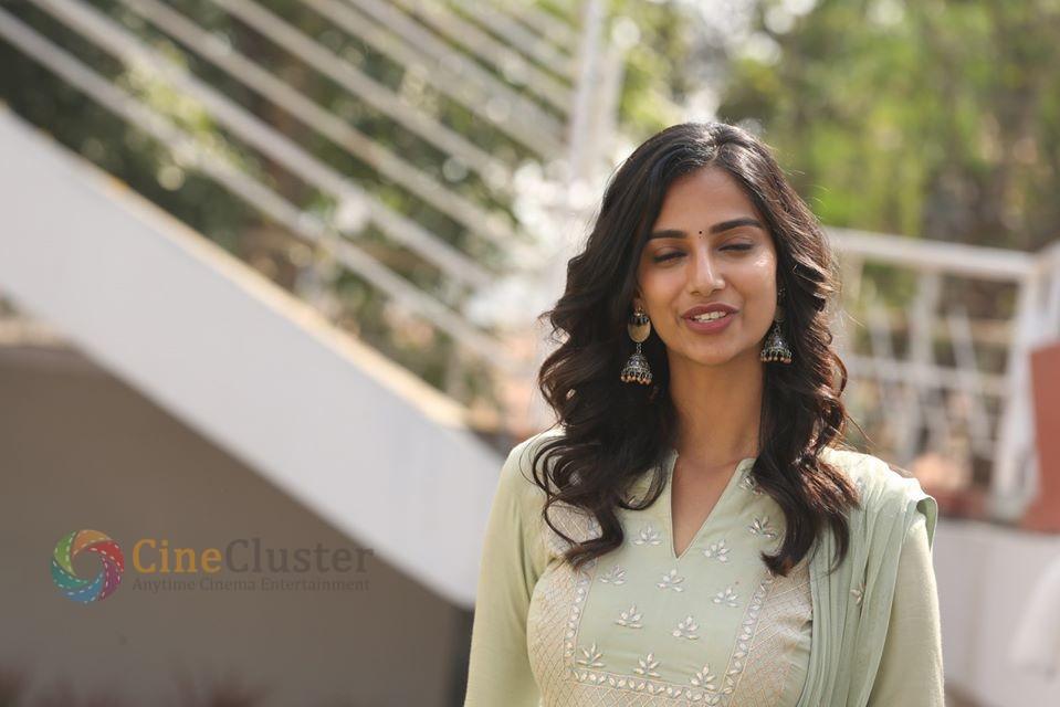 Actress Meenakshi Chaudhary from Ichata Vahanamulu Nilupa Radhu Film Launch