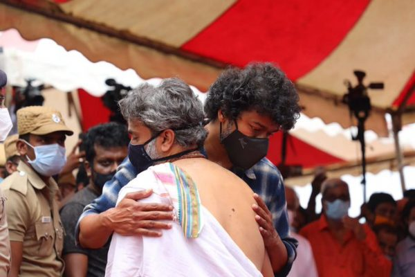 VIJAY ATTENDED SPB'S FUNERAL WITH A HEAVY HEART