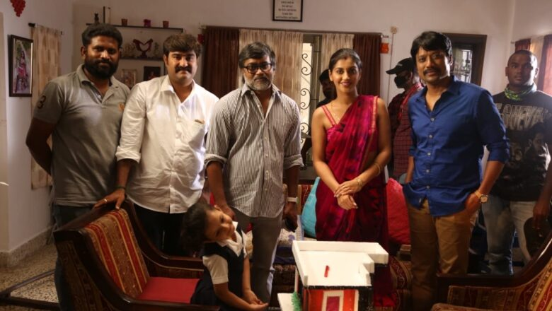 Director Selvaraghavan met SJ Suryah in 'Kadamaiyai Sei' Sets